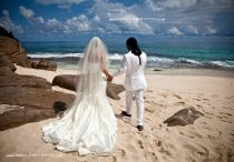 Beach wedding in Seychelles natural pic