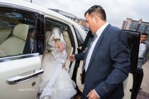 Hooded-Yemeni-Bride5b83a32f13280.jpg